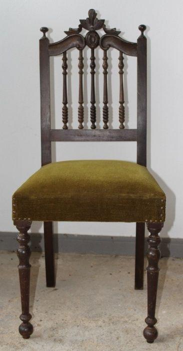 Cadeira de madeira em veludo