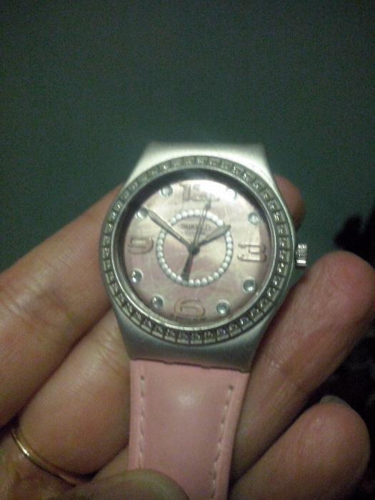 3e29ca3c39e relógio swatch c muitos cristais!Golden eye 007-James Bond