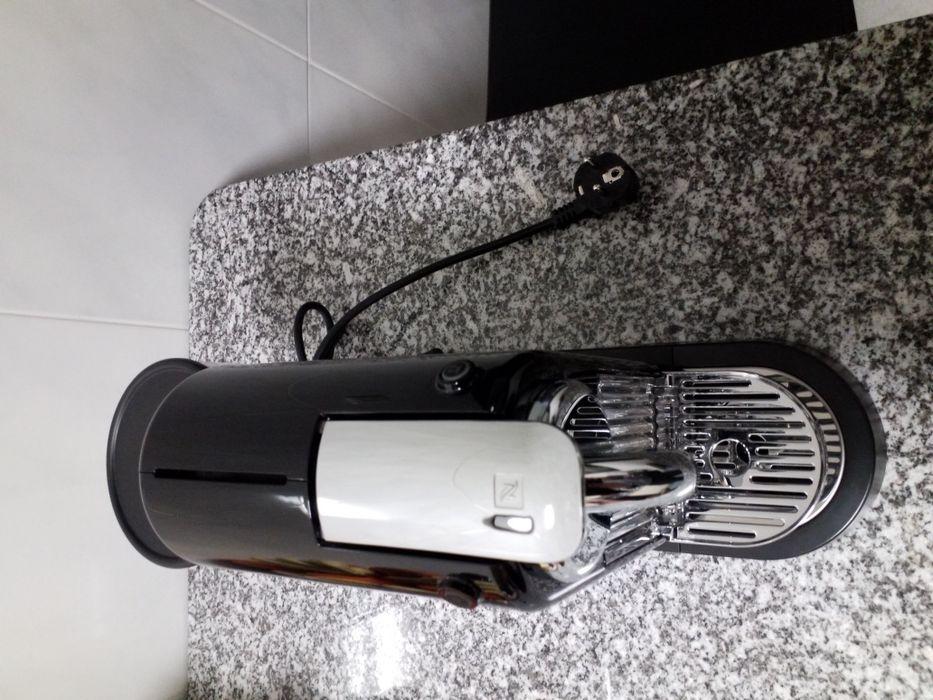 Máquina de Café Nespresso Citiz D110 EU Preta