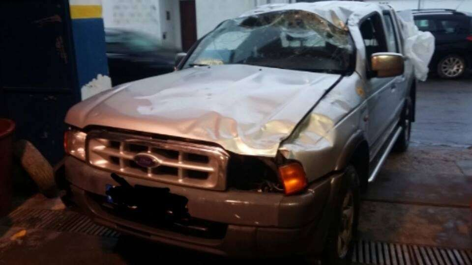 Carrinha 4X4 Ford Ranger Mazda B2500 para peças.