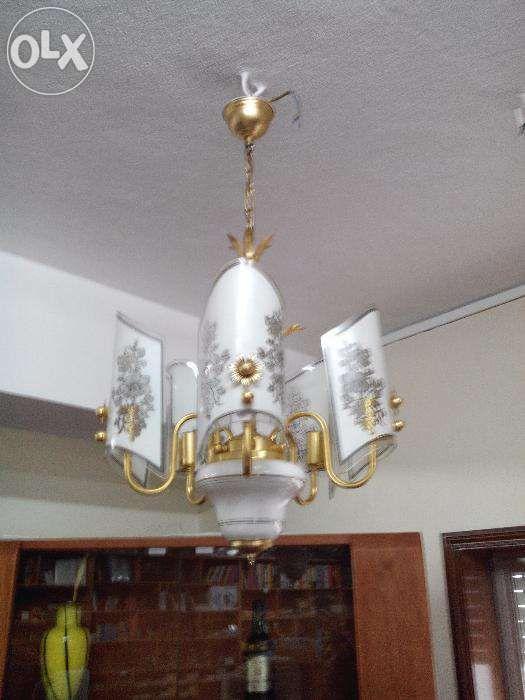 Candeeiros de teto brancos / dourado