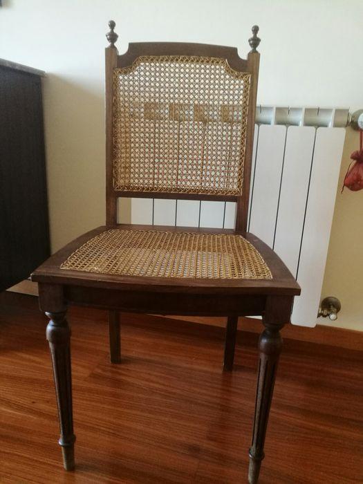 Cadeira antiga em palhinha