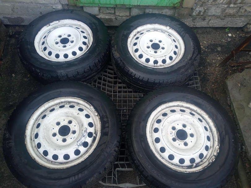 Колеса Шини 215 65 R15 Michelin з дисками на Вито 638