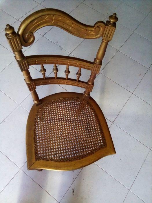 cadeira dourada antiga
