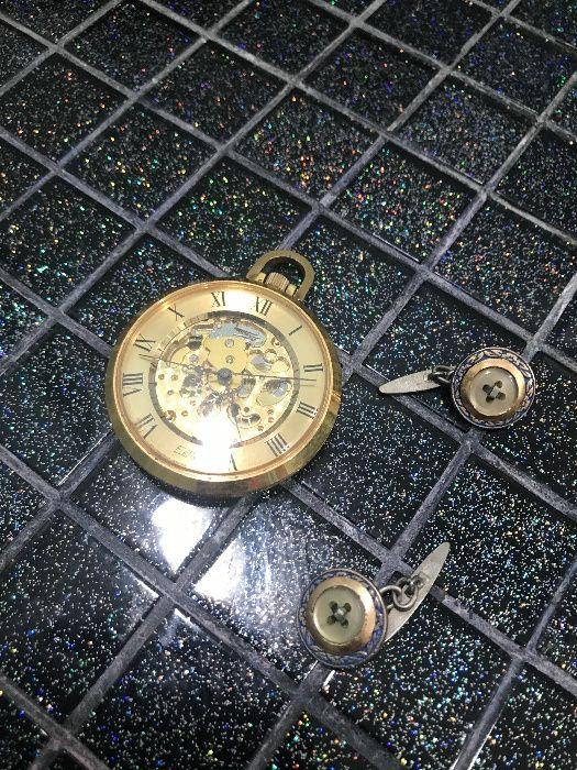 20d4e6a3b48 Relógio de bolso banhado a ouro e botões de punho antigos