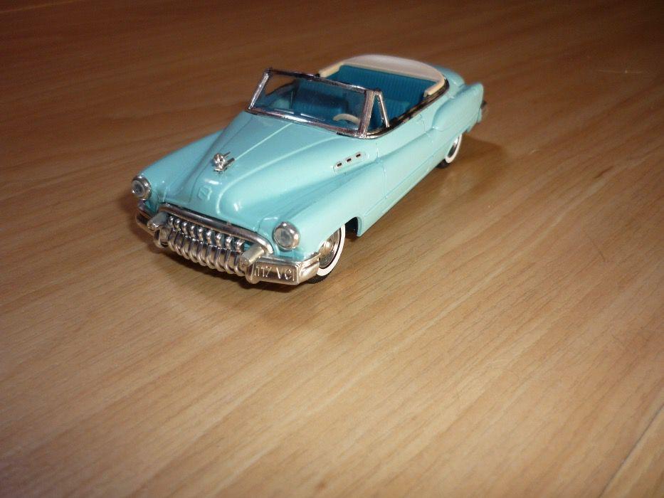 Miniatura Buick 1950 Cabriolet da Solido escala 1/43