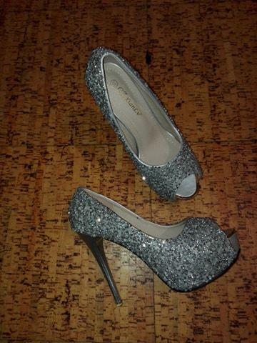 29048b393 Sapatos de cerimonia prateados elegantes com brilhantes Arcozelo das Maias  - imagem 4