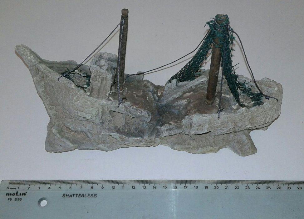 Barco ornamental para aquário