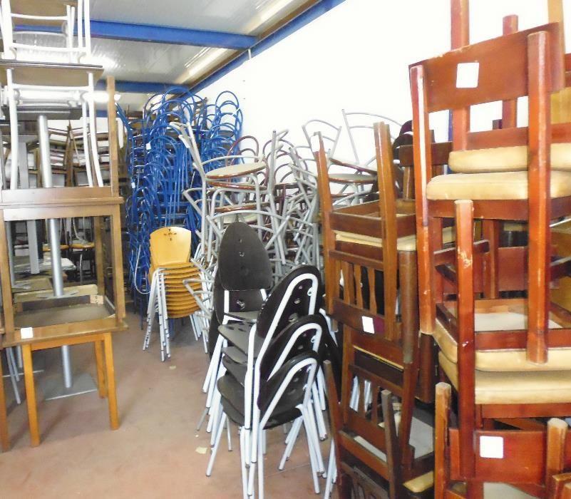 Cadeiras diversas para restauração