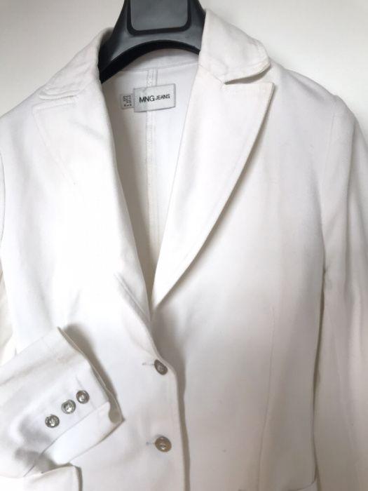 1062d120d1 Blazer branco Mango com botões prateados tamanho M