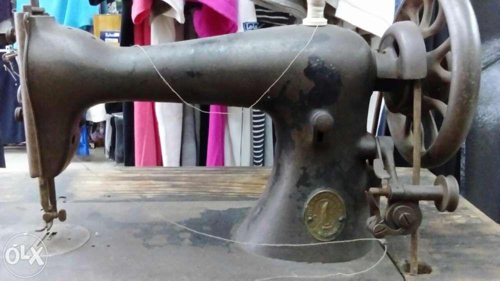 Maquina de costura antiga(singer) mesa em ferro trabalhado