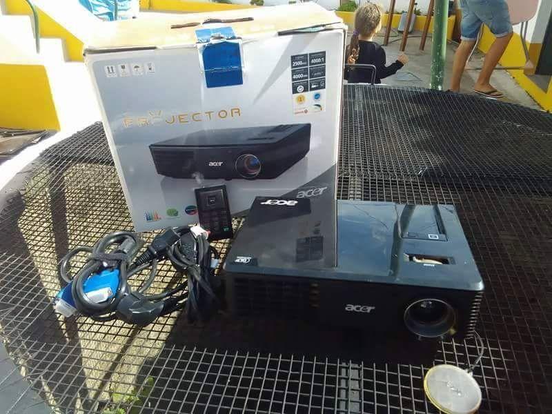 Projector de Imagem e som aceito trocas ou retomas envio por correio