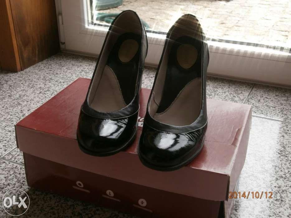 Sapatos pretos clássicos Camport