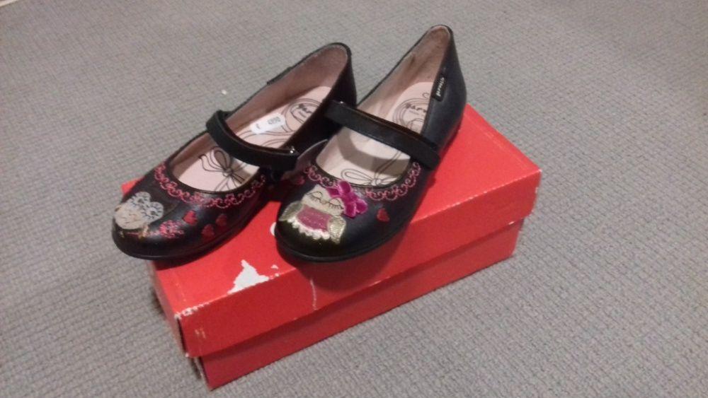 445621be76 Lote  Sapatos Garvalin e Botas rosa novos tamanho 30 Porto • OLX Portugal