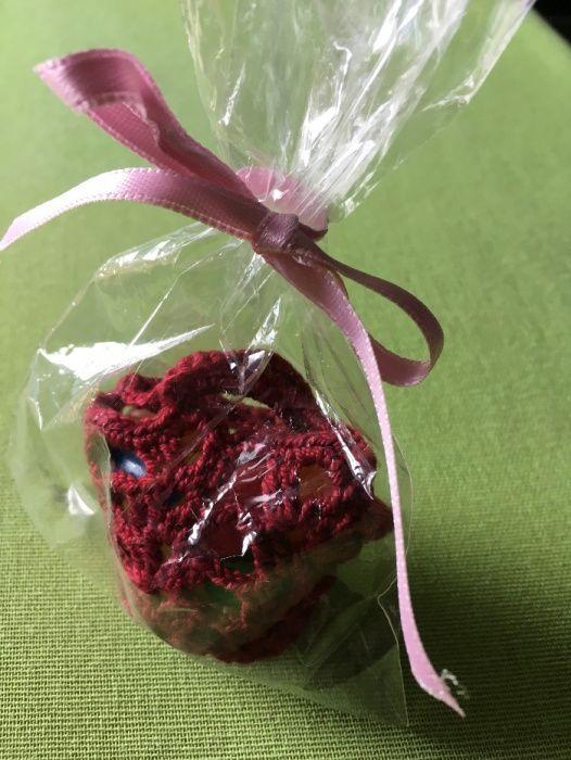 Lembranças - cestinha crochet com rebuçados