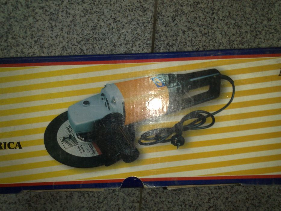 Rebarbadeira eléctrica MADERPLUS 2000W