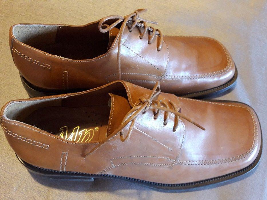 Sapatos em pele genuina Compra, venda e troca de anúncios