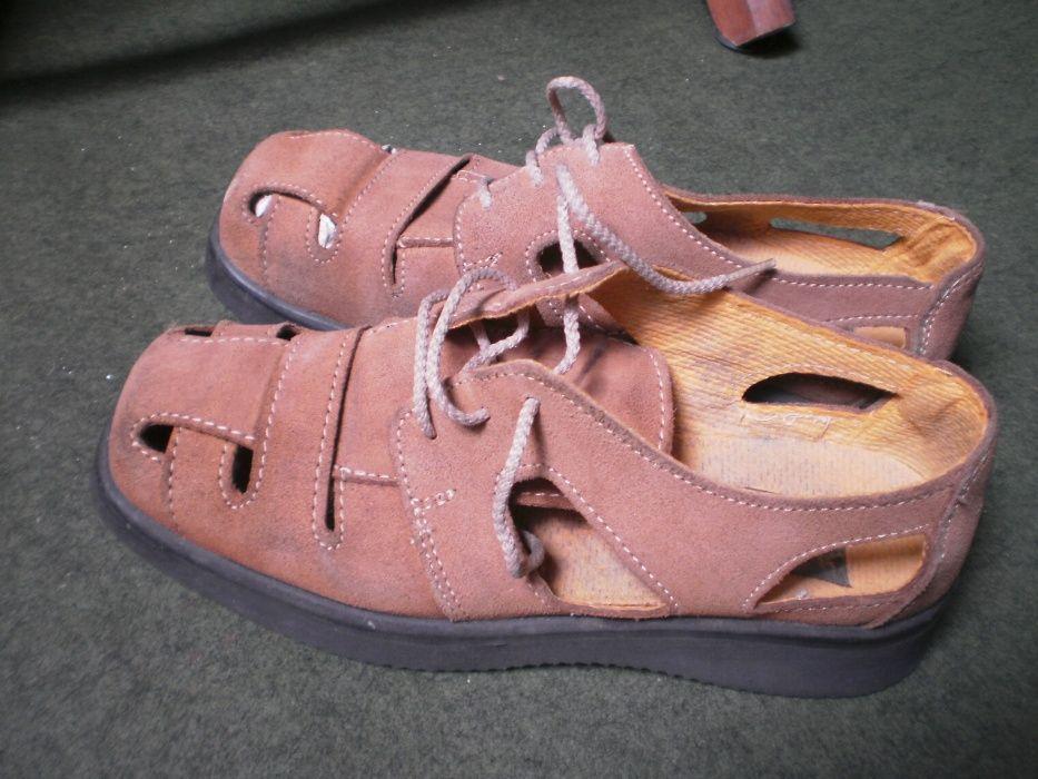 Sandálias, pele camurça, marca Alex.