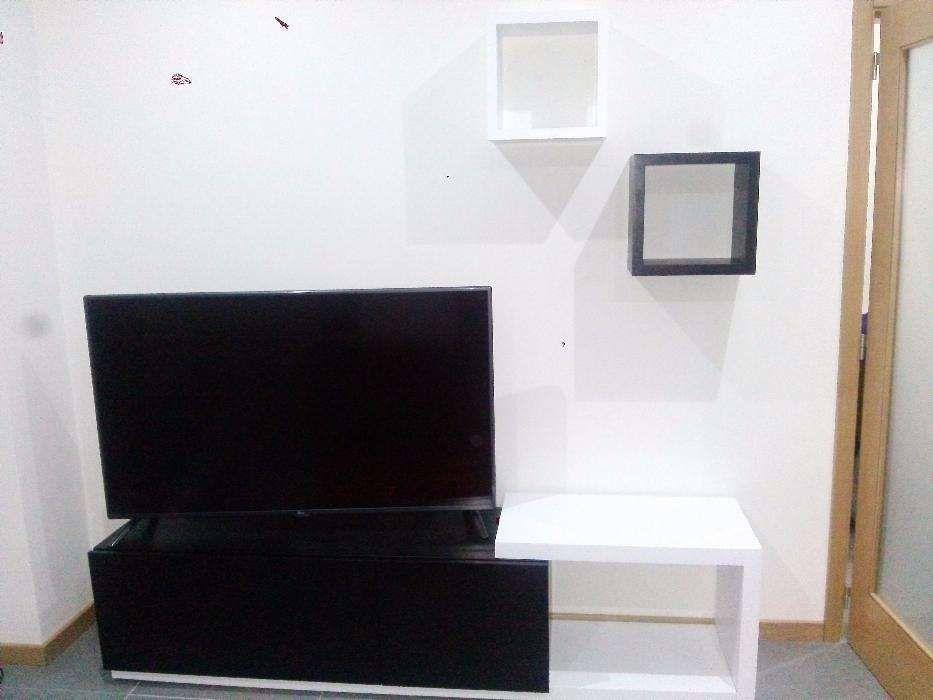 Móvel sala - Base para TV (Art. Novo)