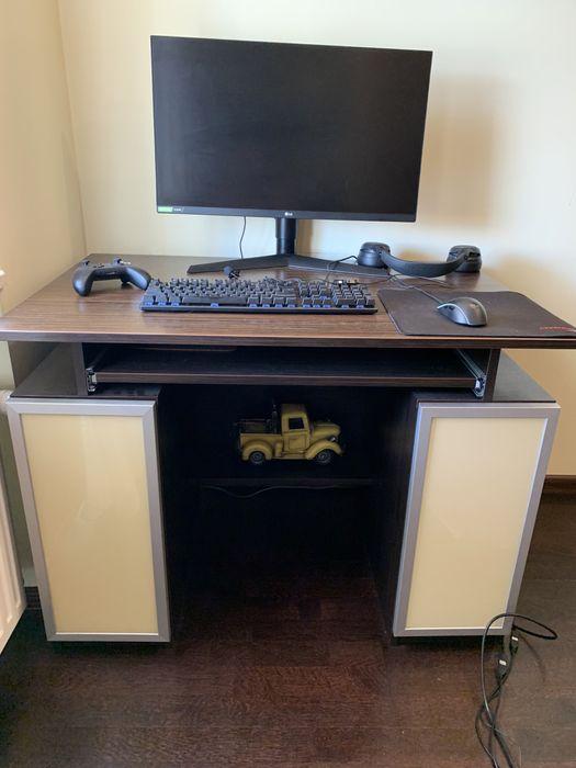 Комп'ютерный стіл