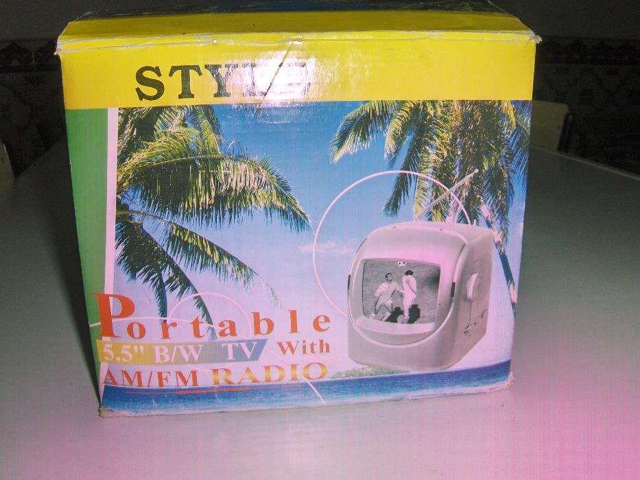 """TV PORTÁTIL de 5,5 """" e Rádio AM/FM, marca Style - NOVA -caixa original"""