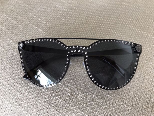 Archiwalne: Okulary słoneczne Versace czarne z ćwiekami 2019