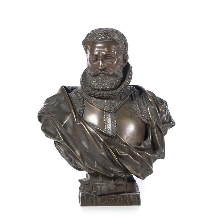Luís de Camões - Escultura em bronze