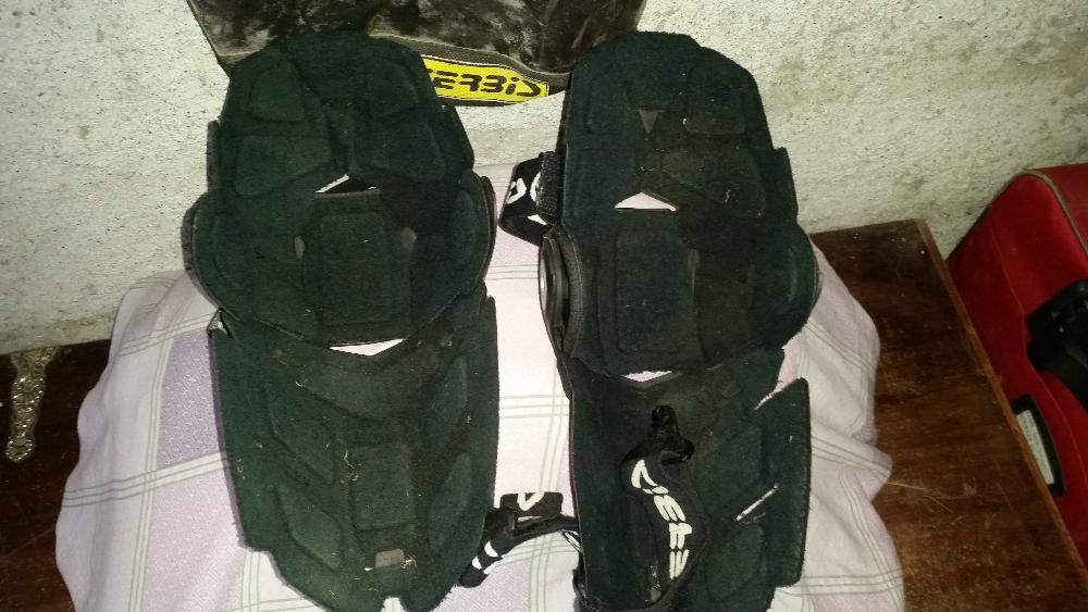 Protecção de joelhos para mota.