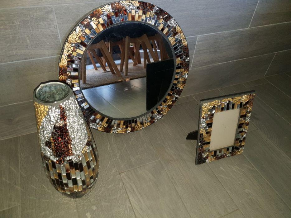 Conjunto em vidro estilo anos 30, jarra, porta retratos e espelho