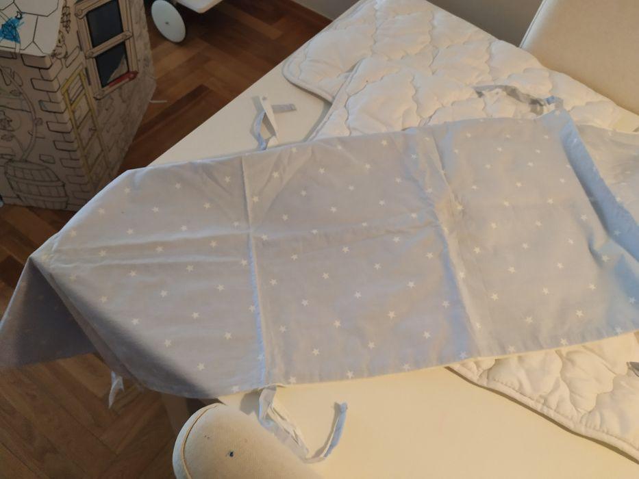 Protetor lateral de cama de grades com almofadas e capa