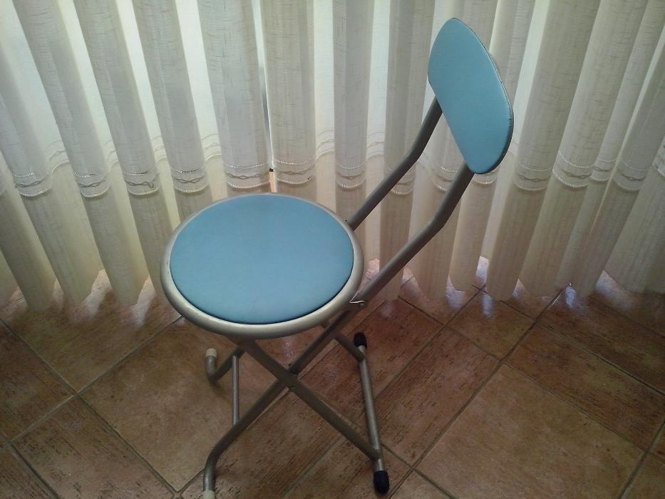 cadeira banco portátil com apoio nas costas