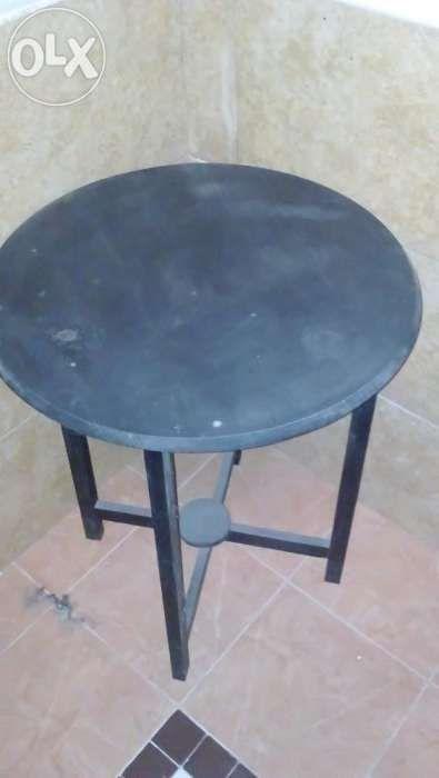 Mesa redonda em pinho