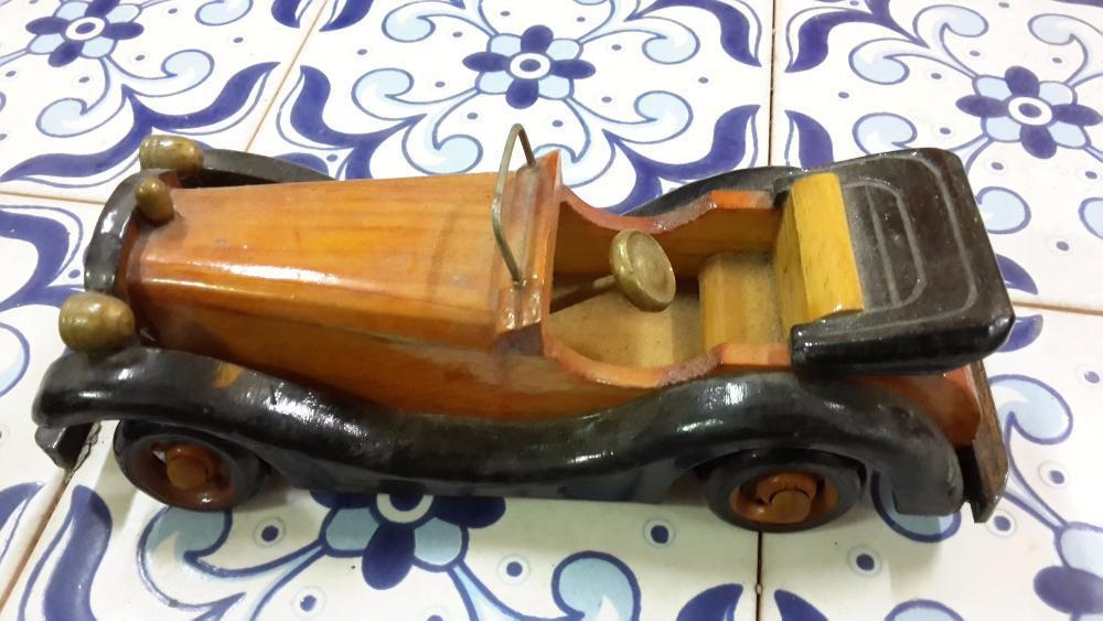 Automóvel Clássico em Madeira