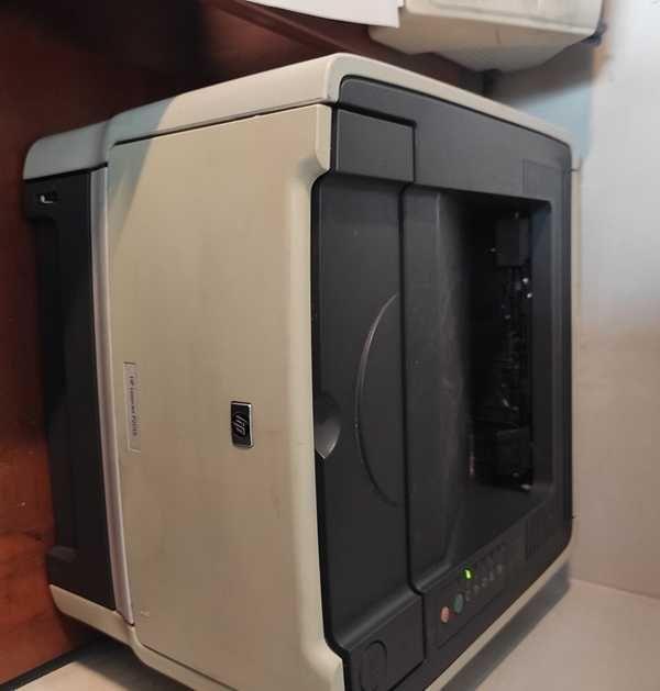 Продам принтер HP LJ P2015