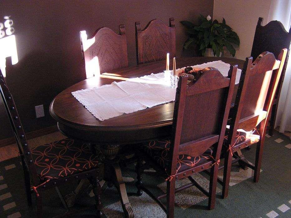 Mesa Sala de Jantar Oval Antiga + 8 Cadeiras