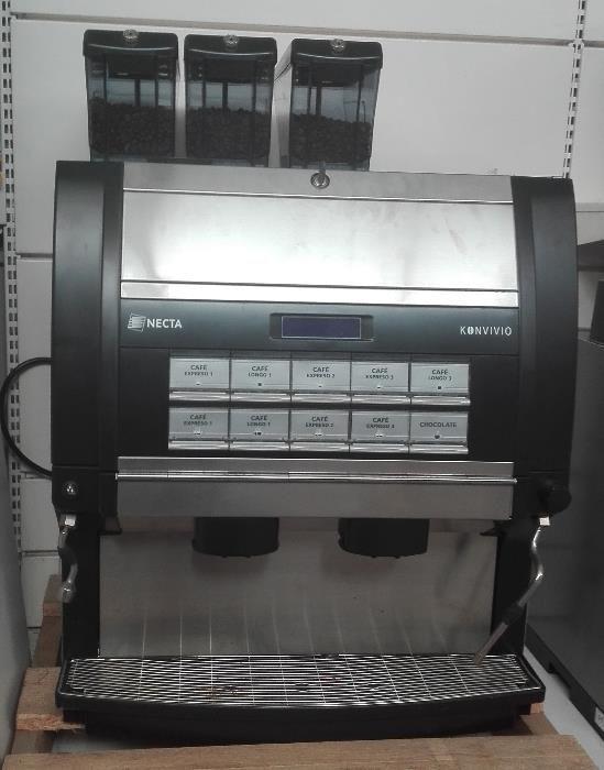 Máquina de café e bebidas quentes marca NECTA modelo KONVIVIO