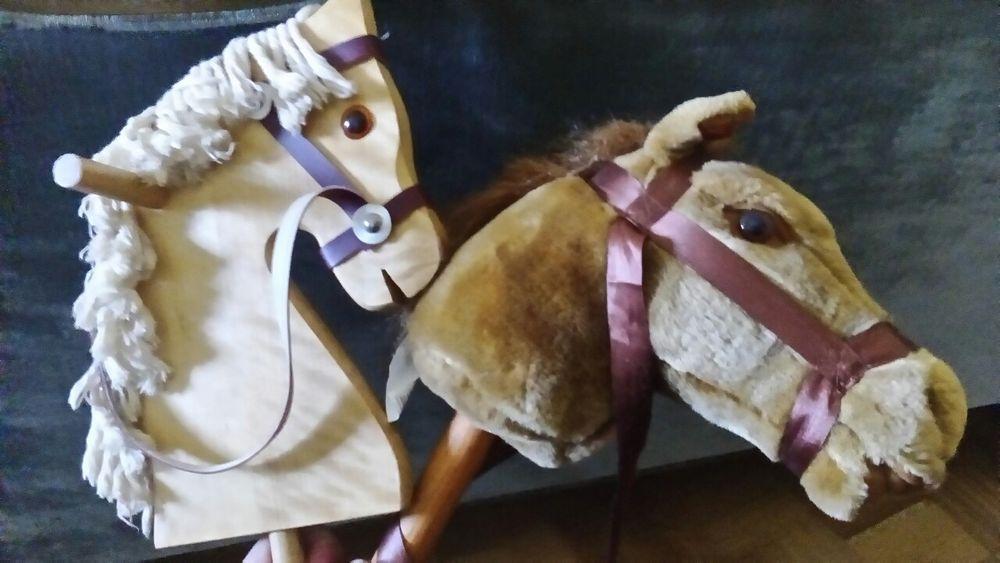 Cavalo classico em madeira em bom estado