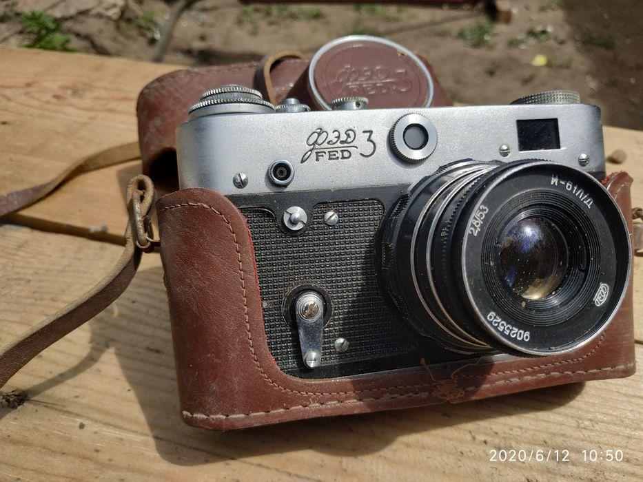 Dva Fotoapparata Sssr Zenit I Fed 3 Plyus Dve Svetovspyshki Cena 3500 1 000 Grn Plenochnye Fotoapparaty Lugansk Na Olx