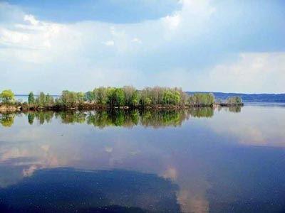В Ярославле при буксировке затонул дебаркадер - ИА REGNUM | 300x400