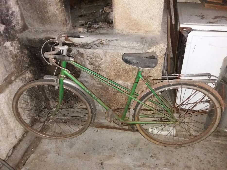 Bicicleta com 50 anos para restauro
