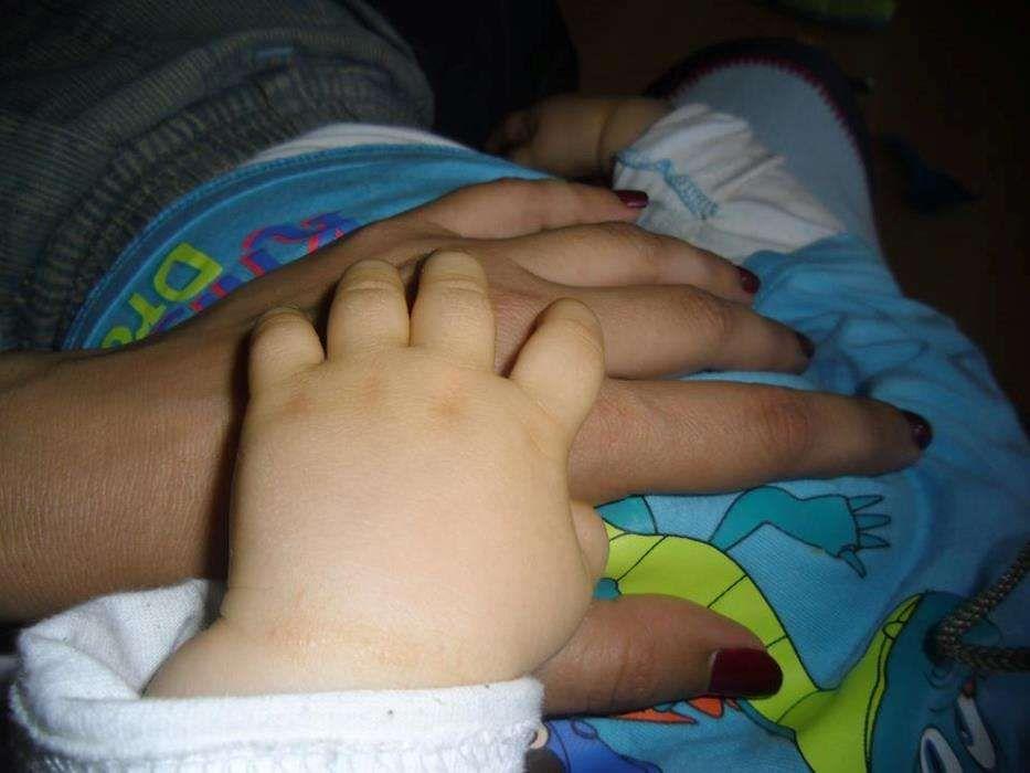 Baby/kidsitter/educadora licenciada cuida de crianças