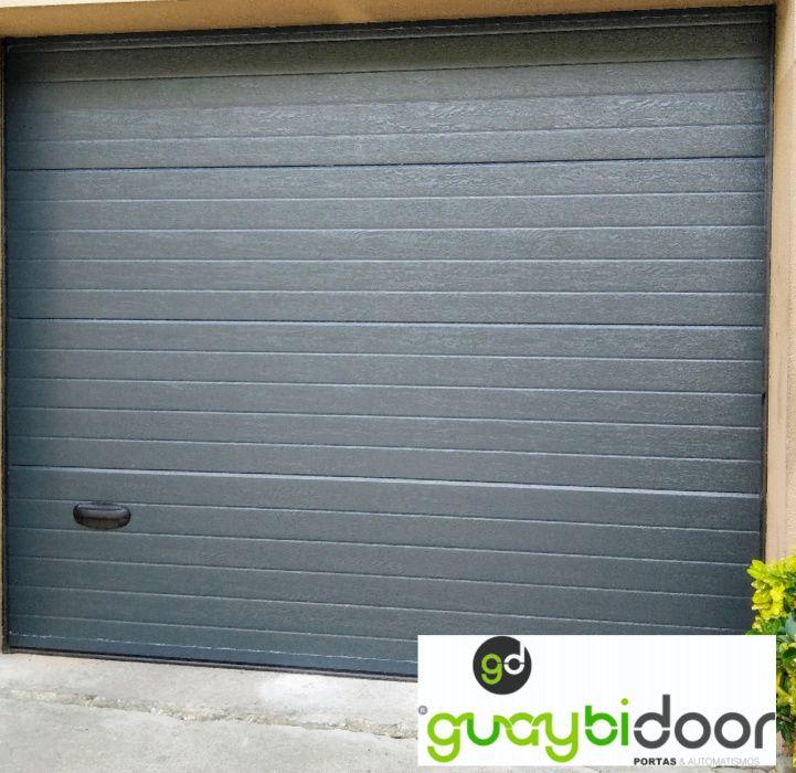 Porta de garagem seccionada