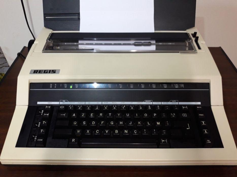 Máquina de escrever REGIS. Electrónica