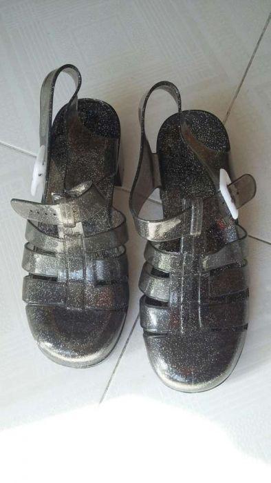 Sandálias pretas com brilhantes, Zara, número 37, com um pequeno salto