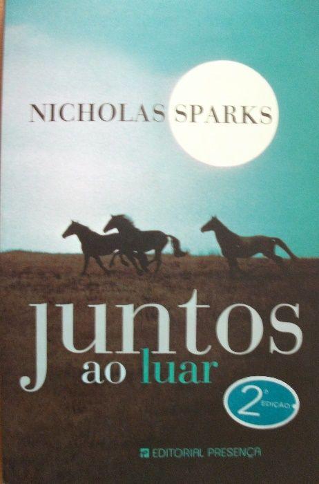 """Livro """" Juntos ao Luar """" de Nicholas Sparks"""