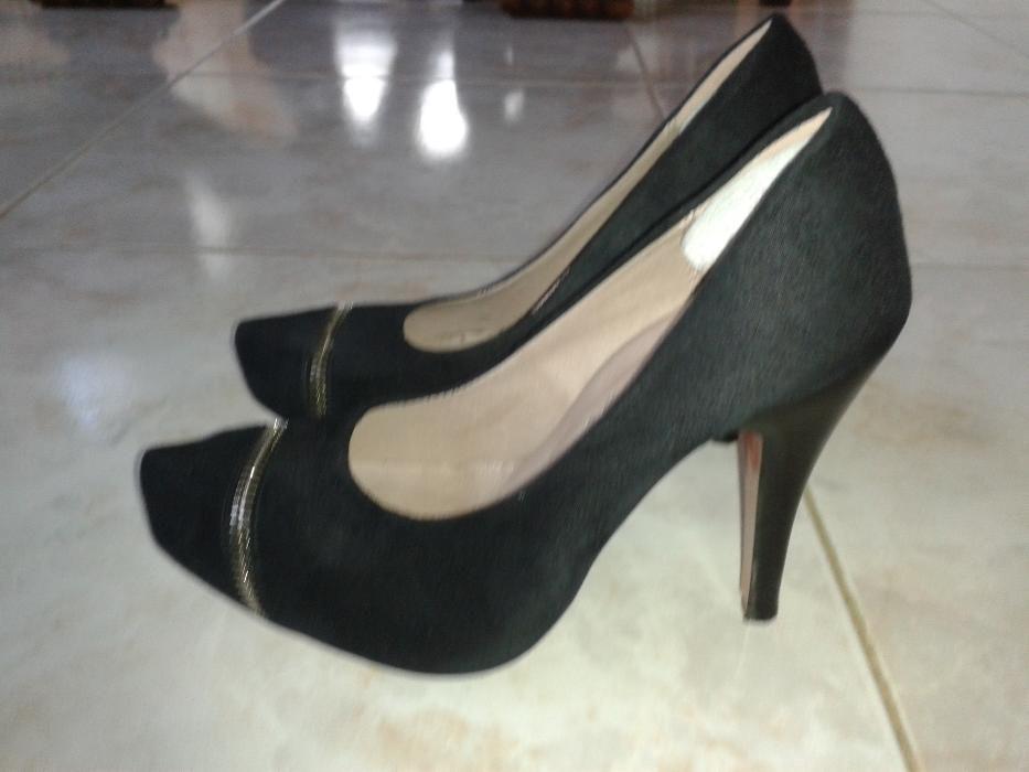 976cbf0bcd Sapatos salto alto tam. 35 - A Dos Cunhados E Maceira - Em pele preta
