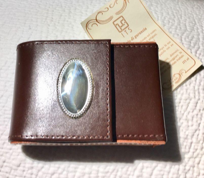 679e19c780c70 Cigarreira em pele italiana com aplicação de prata - Nova Cedofeita, Santo  Ildefonso, Sé