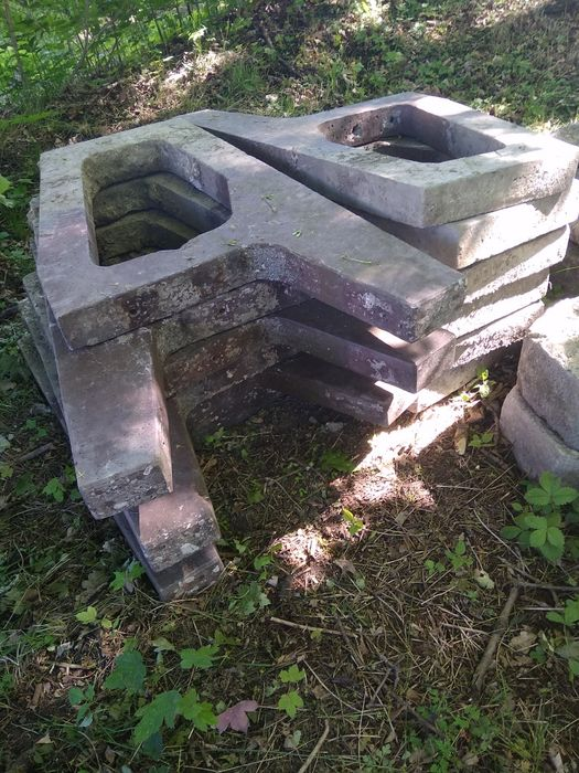 Nogi podpory betonowe do ławki stojak mauser 1000l Łaziska