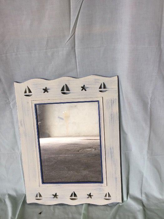 Espelho com moldura decapê