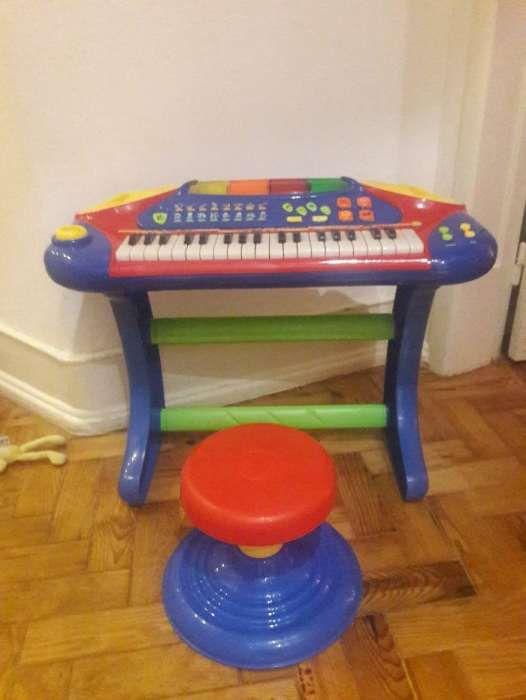 Piano electrónico para criança
